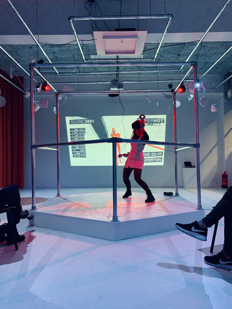 VR THEATRE – SUPERHOT VR